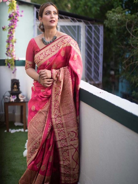 Pink   Colour Banarasi Silk Weaving Saree with Fabulous Checks Weaes All over Contrast Border and Exclusive Pallu