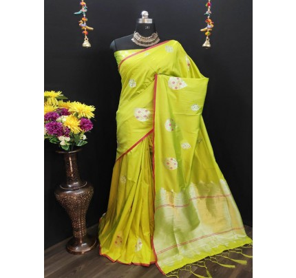 Rich Look Green Colour Cotton Silk Saree With Heavy Weaving Blouse