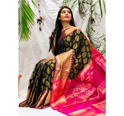 The Royal ethnic Kancipuram Silk Saree with elite the perfect finished in Pure Golden Zari