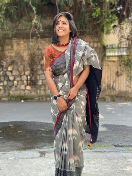 Unique Style Soft Linen Printed Saree with Matching Blouse
