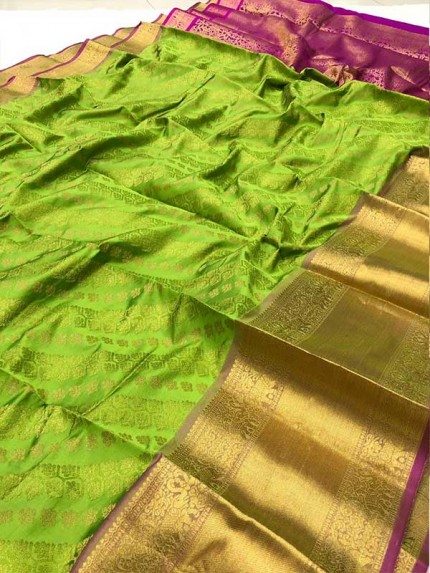 Attractive Look Green Colour Kanchipuram style Banarasi Silk weaving saree with beautiful zari work
