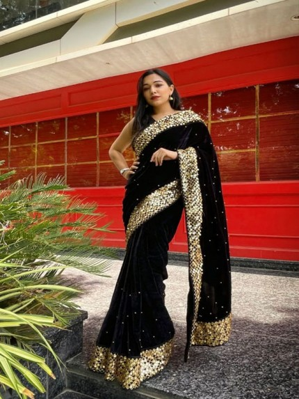Sumptous Royal Saree With A Stunning Antique Rich Gold Sequence Border !